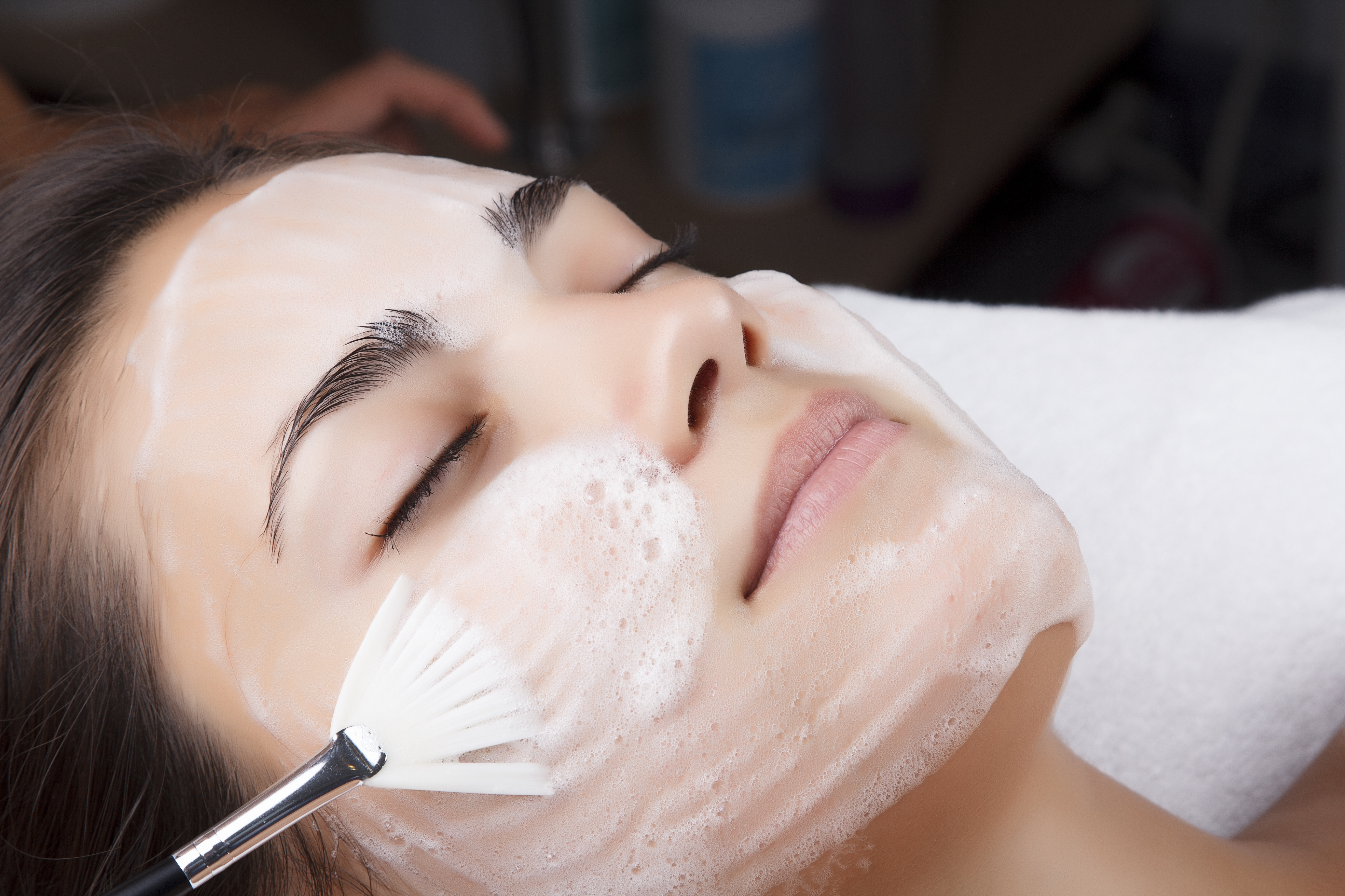 school-gril-skin-care-facial-cleansing-hot